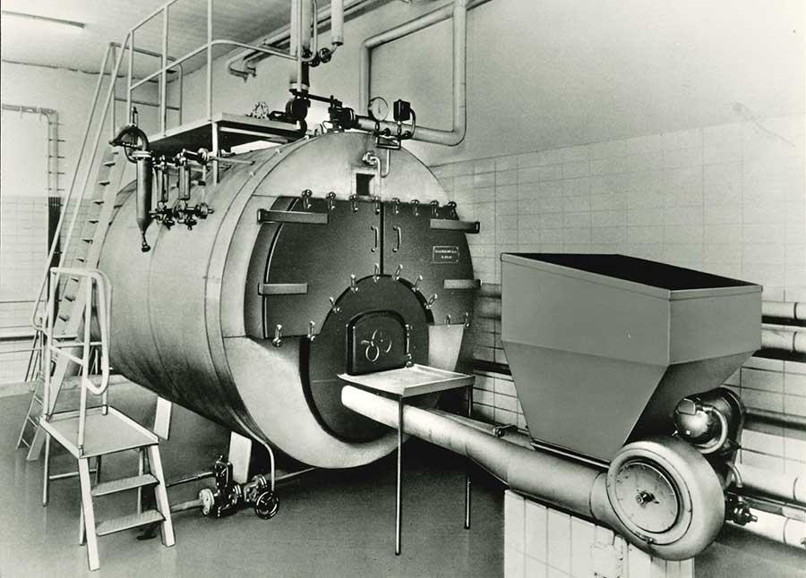 Kohlebefeuerter 3 t/h Dreizugdampfkessel mit Unterschubfeuerung (1957)