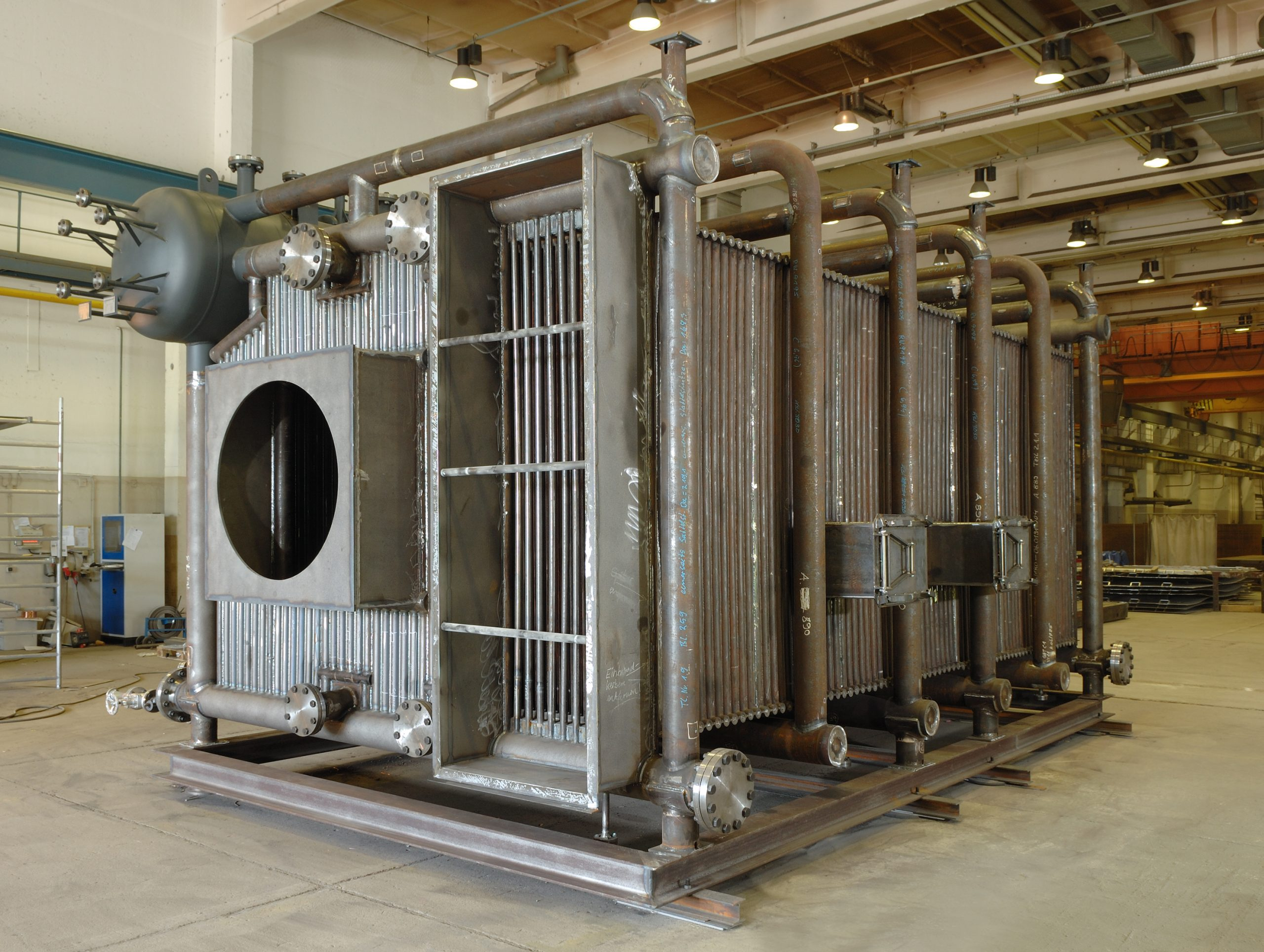 Oil and gas-fired 25 t / h water tube boiler (2007)