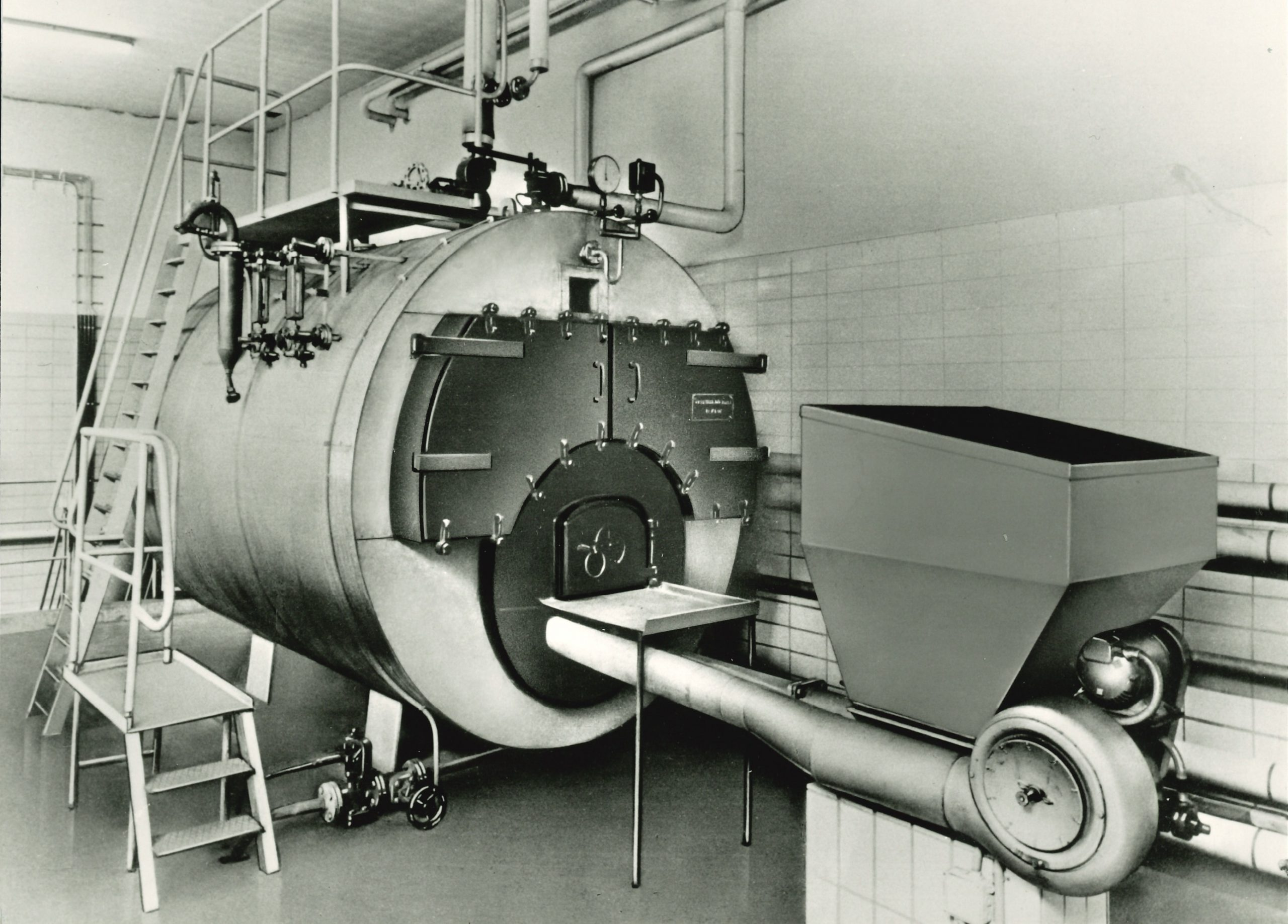 Coal-fired 3 t / h three-pass boiler with underfeed firing (1957)